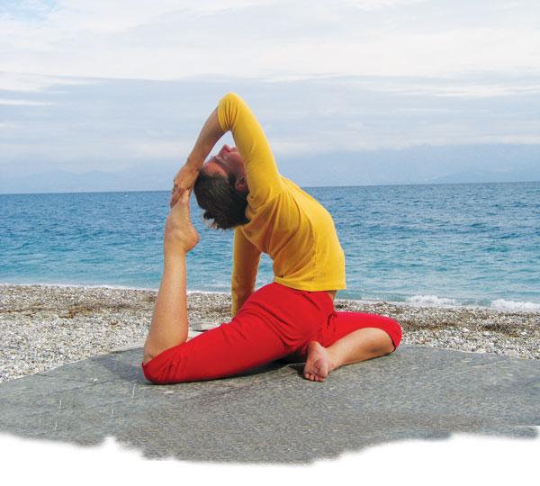 Yoga am Meer: Pakotasana, die Taube