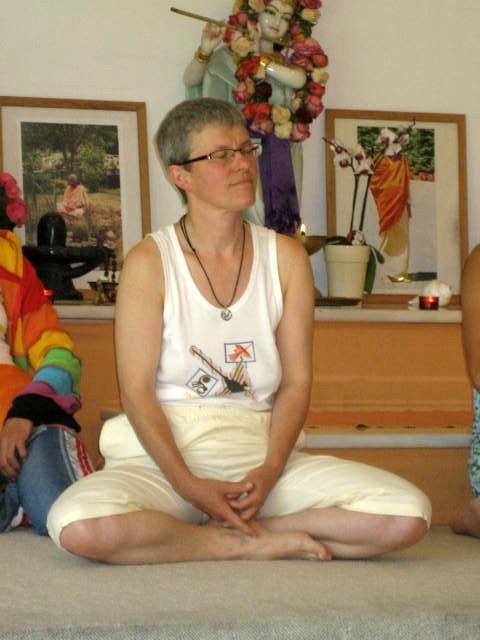 Omkari, seminarleiterin und Ausbildungsleiterin Klangtherapie bei Yoga Vidya