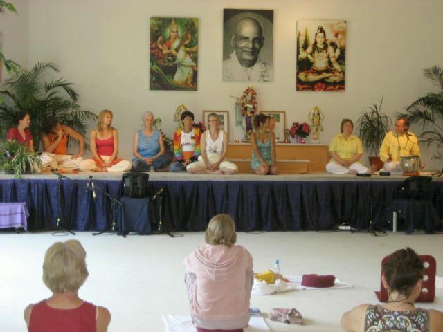 Einige der 50 Referenten beim Kinderyoga Kongress Juni 2008 Haus Yoga Vidya Bad Meinberg