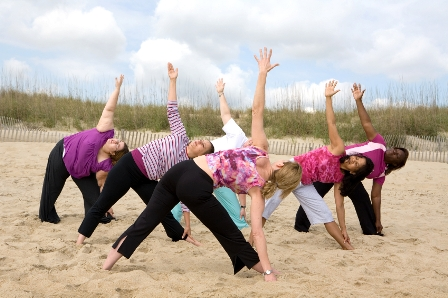 Yoga Asanas am Strand