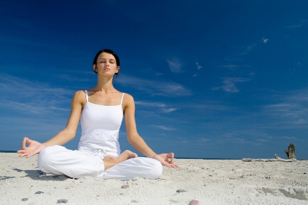 Meditation am Strand Yoga Vidya Nordsee
