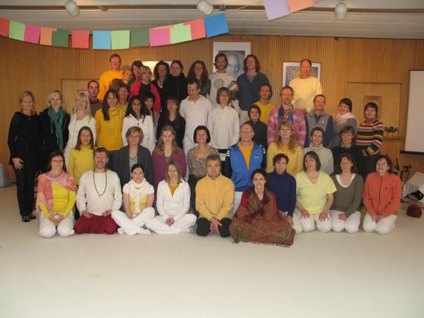 Abschlussfoto der 4 wöchigen Yoga Vidya Yogalehrer Ausbildungsgruppe in Bad Meinberg vom 23.11.08-21.12.08