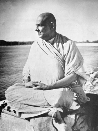 Swami Sivananda am Ganges