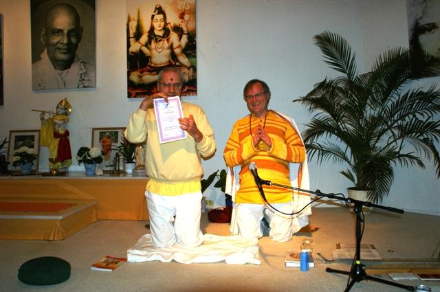 Yoga Vidya Visharada Zertifikatsübergabe