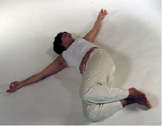 Yogaübung Krokodil