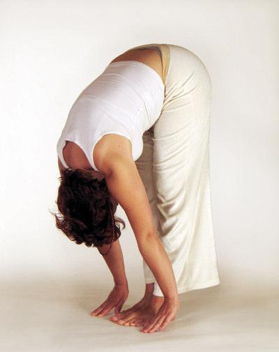Yogaübung stehende Vorwärtsbeuge