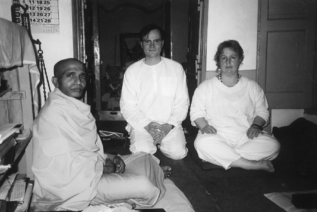 Swami Hamsananda mit Shivakami und Sukadev