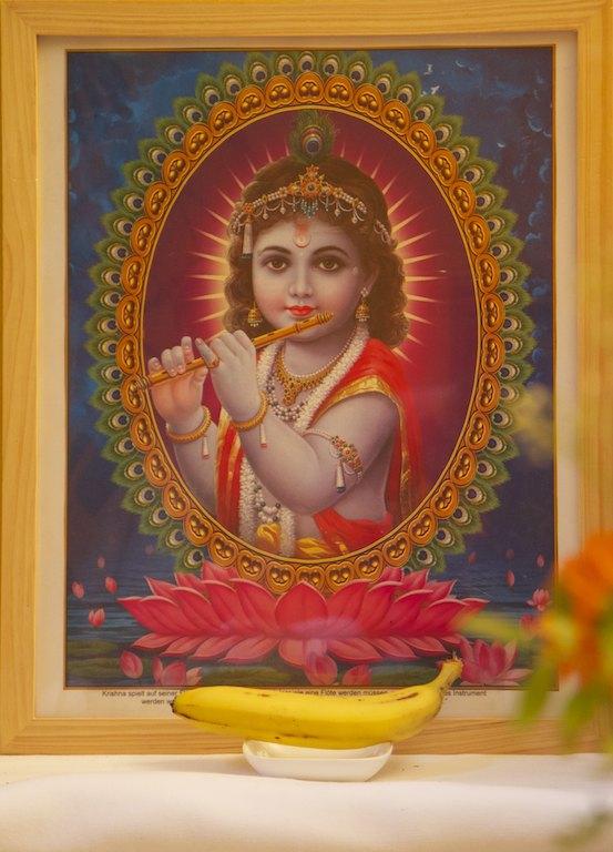 Baby Krishna mit Banane