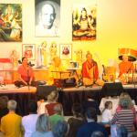 Sacinananda Swami und Begleitung