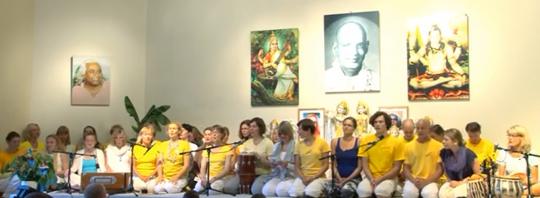 Kailash Ki Shakti Shiva mit neuen Yogalehrerinnen
