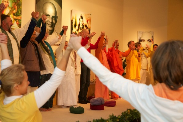 Abschlusssegen nach dem Europäischen Yoga Kongress
