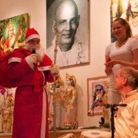 Weihnachtsmann und Christkind bei Sukadev