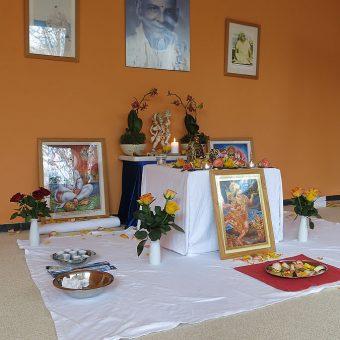 Ehrerbietung im Hanuman Raum