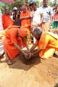 Rituelle Bepflanzung für das Girls Gurukulam
