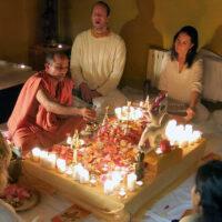 Puja mit Swami Nivedanananda