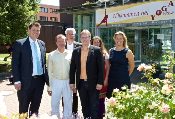 Staatssekretär zu Besuch bei Yoga Vidya Bad Meinberg