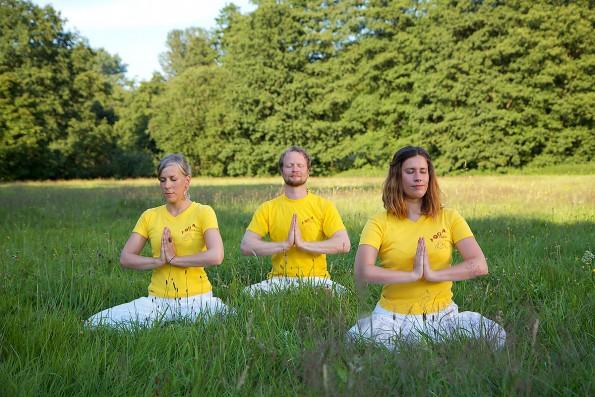 Kraftorte-2012_Meditationsgruppe-01-kl