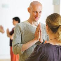 Dein Yoga Experte Tenzin hilft dir in Fragen zu Raja Yoga