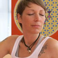 Die Yogalehrerin und Aktivistin Dusty