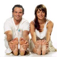 Yoga mit dem Partner und der Partnerin