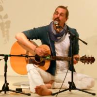 Kai singt das Shakti Mantra