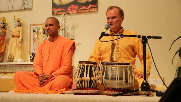 Swami-Yatidharmananda_YV-2016_029
