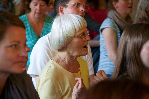 Vollkommen zentriert - Ingrid während eines Konzertes auf dem Musik-Festival