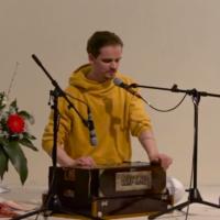 Ishwara singt Tumi Bhaja
