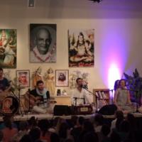 Sundram singt das Mahamantra