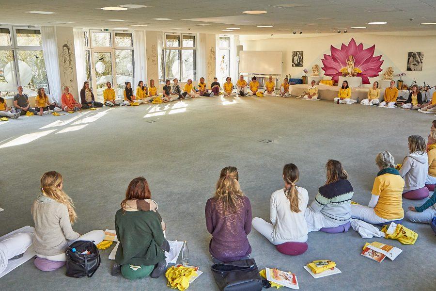 Sitzkreis der Yogalehrerausbildung Intensiv Februar 2019