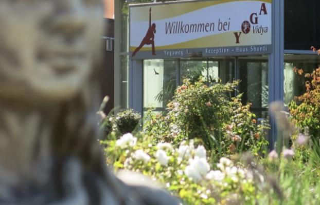 Wiedereröffnung von Yoga Vidya: Laufender Seminarbetrieb in allen Ashrams
