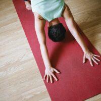 Die richtige Yogamatte zu finden kann schwer sein.