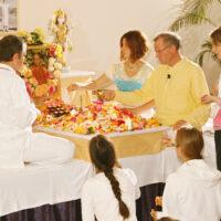 Puja feiern ist ein Teil von Bhakti-Yoga