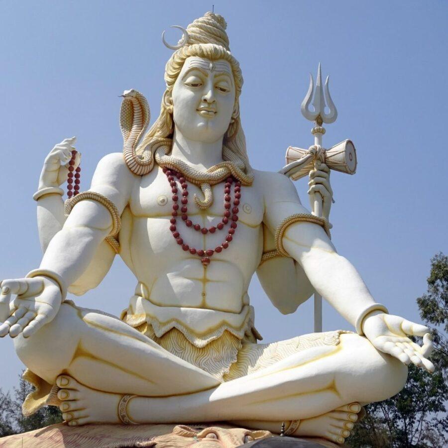 Grüßen geht nicht nur in Hinblick auf Shiva als Gott, sondern auch mit anderen positiven Eigenschaften.