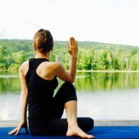 Der Drehsitz ist eine Asana zur Ausgleichung der Energien, wir brauchen viel Motivation sie zu halten.