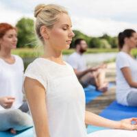 """Bildlink für die Online Kursreihe """"Meditation für Einsteiger*innen und Geübte"""""""