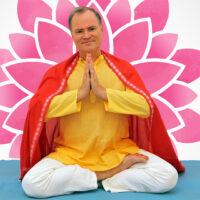 """Link zum Blogbeitrag """"Sukadev gibt Charity Yogastunde für Indien"""""""