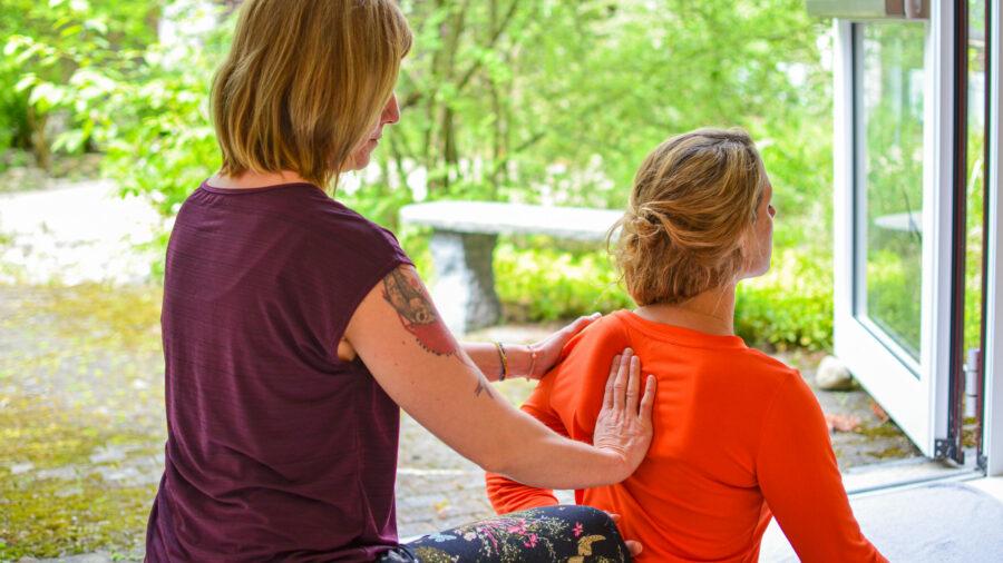 Thai Yoga Massage am Schulterblatt
